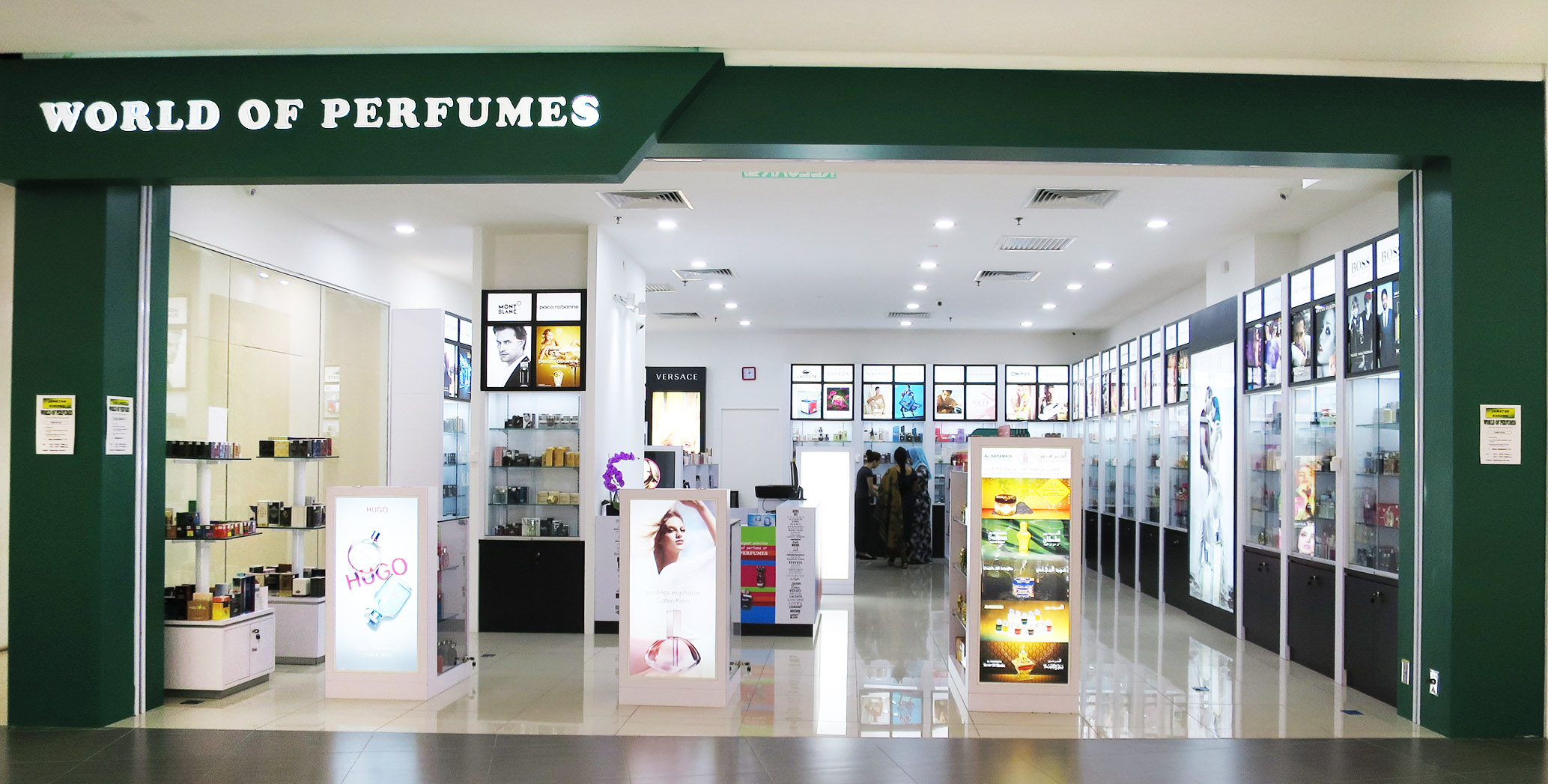 WorldOfPerfumes_Opening_Photo_06